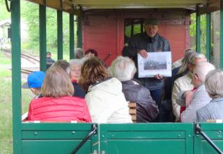 Geoparkführer Jürgen Siegemund erklärt unterwegs die Gegend